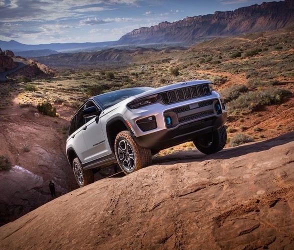 2022-jeep-grand-cherokee-4xe-10.jpg