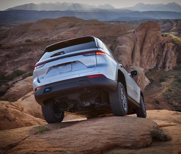 2022-jeep-grand-cherokee-4xe-6.jpg