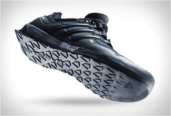 adidas adiprene terrex: mitech ()