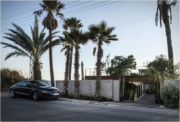 amchit-residence-blankpage-architects-11.jpg