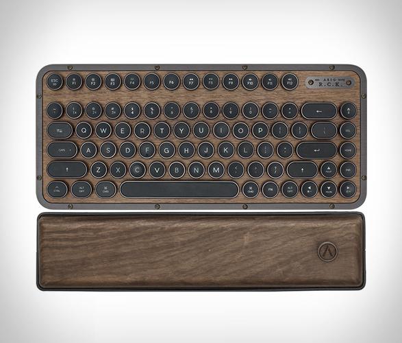 azio-retro-compact-keyboard-2.jpg | Image