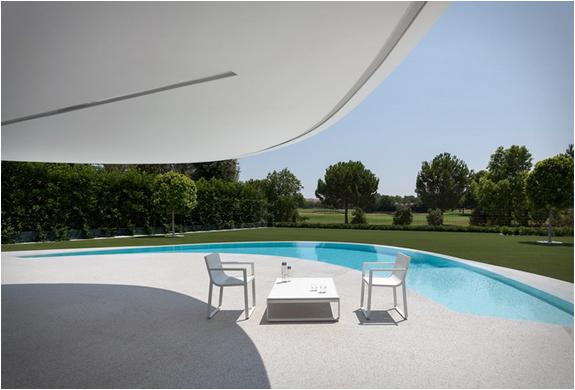 balint-house-fran-silvestre-architects-6.jpg