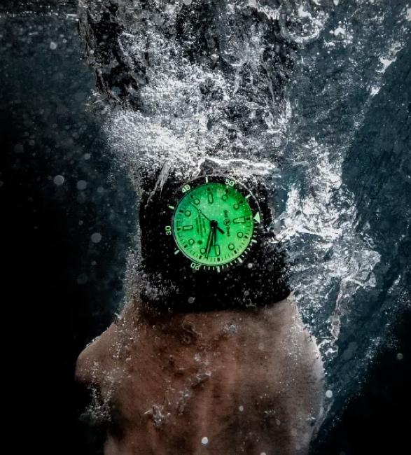 bell-ross-diver-full-lum-4.jpg | Image