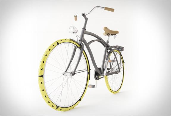 bike-spikes-cesar-van-rongen-2.jpg | Image