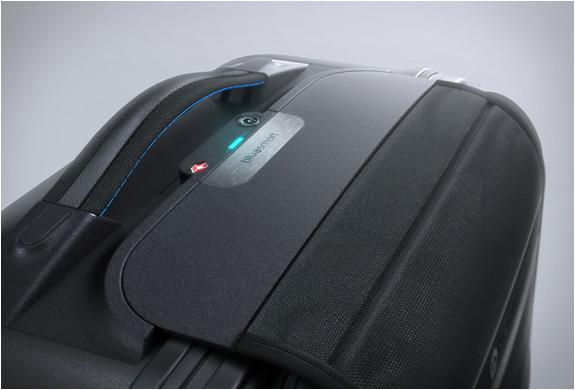 bluesmart-smart-carry-on-4.jpg | Image