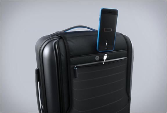 bluesmart-smart-carry-on-7.jpg
