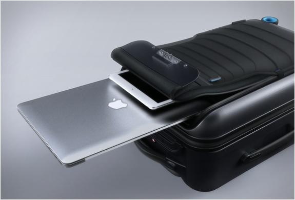 bluesmart-smart-carry-on-8.jpg