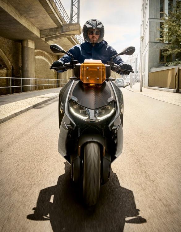 bmw-ce-04-electric-scooter-12.jpg