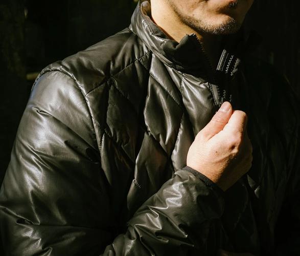 canada-goose-nomad-hybridge-lite-jacket-5.jpg