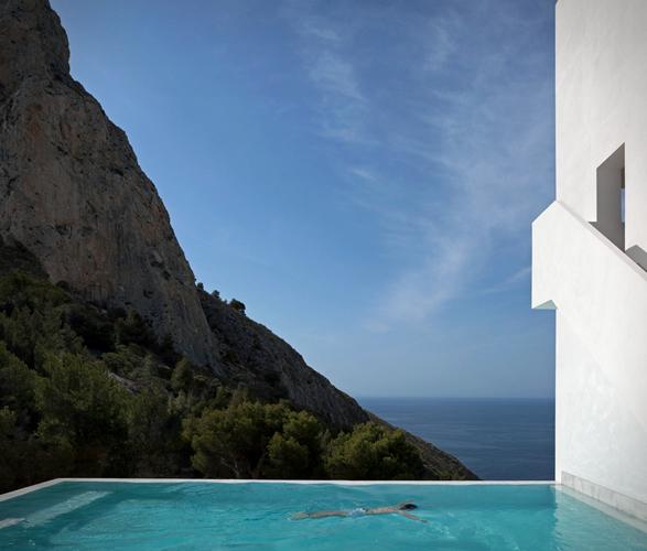 cliff-house-fran-silvestre-arquitectos-10.jpg