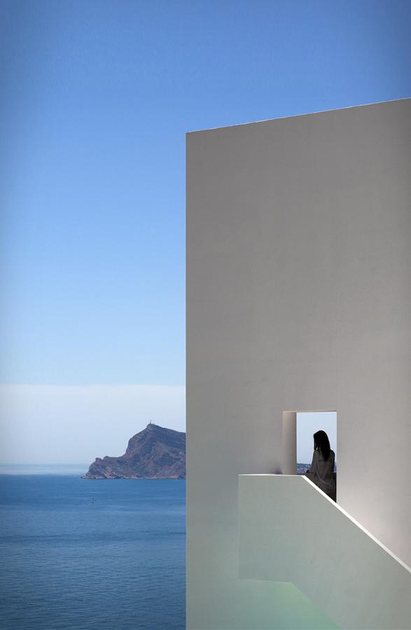 cliff-house-fran-silvestre-arquitectos-15.jpg