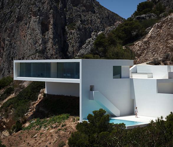 cliff-house-fran-silvestre-arquitectos-16.jpg
