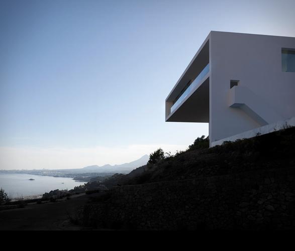 cliff-house-fran-silvestre-arquitectos-17.jpg