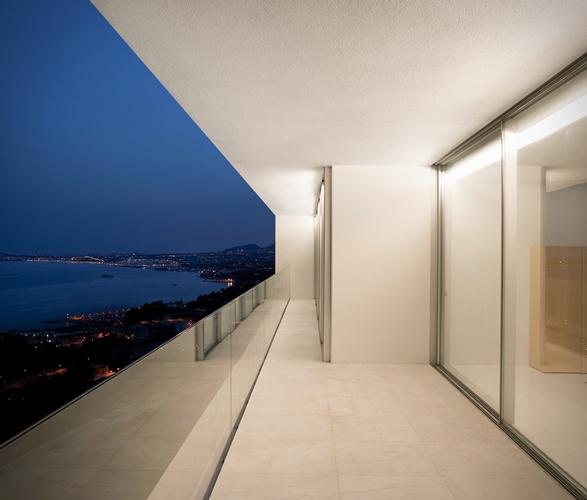 cliff-house-fran-silvestre-arquitectos-6.jpg