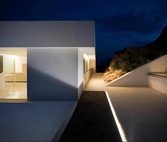 cliff-house-fran-silvestre-arquitectos-8.jpg