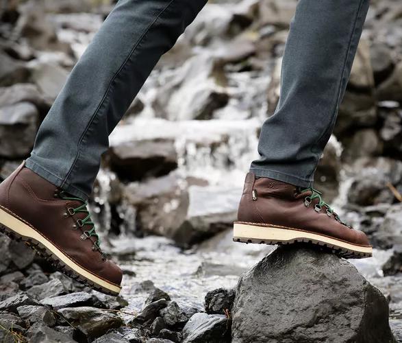 danner-mountain-pass-boots-5.jpg | Image