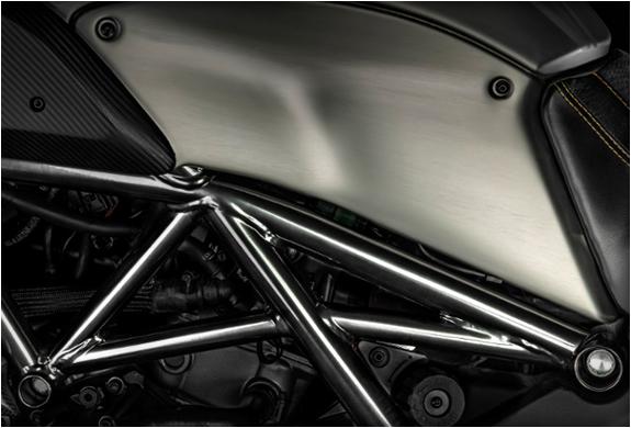 ducati-diavel-titanium-8.jpg