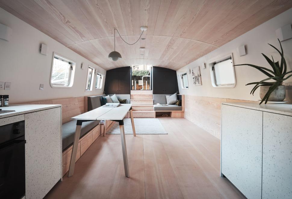 Dusky Parakeet Houseboat | Image