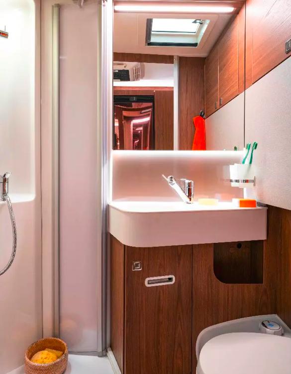 eriba-touring-820-caravan-7.jpg