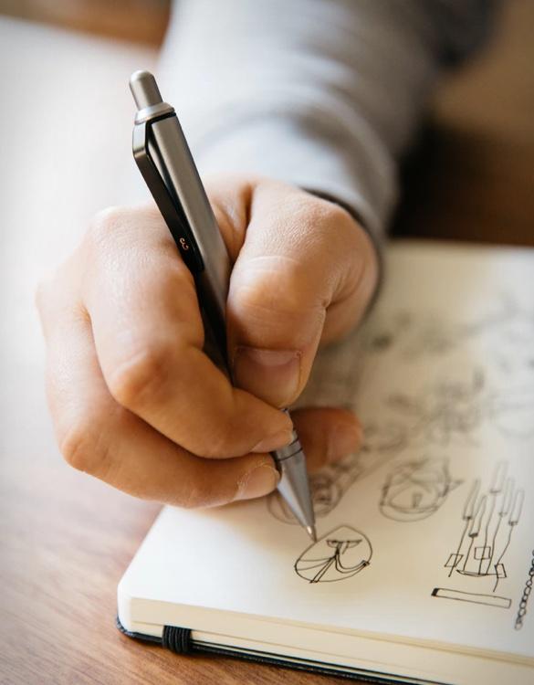 everyman-grafton-mini-pen-4.jpg | Image