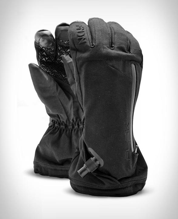 fndn-flask-glove-2.jpg | Image