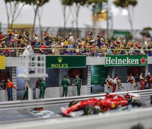 formula-1_slot-car-racetrack-5.jpg | Image