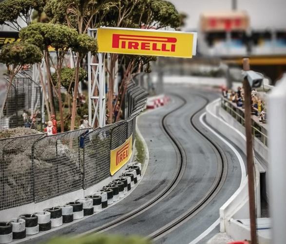 formula-1_slot-car-racetrack-8.jpg