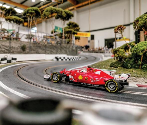 formula-1_slot-car-racetrack-9.jpg