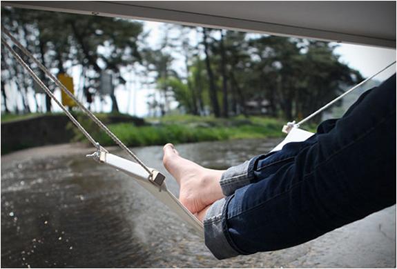 fuut-under-desk-foot-hammock-3.jpg | Image