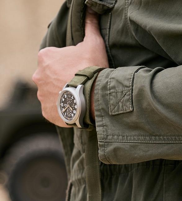 hamilton-khaki-field-auto-chrono-watch-6.jpg
