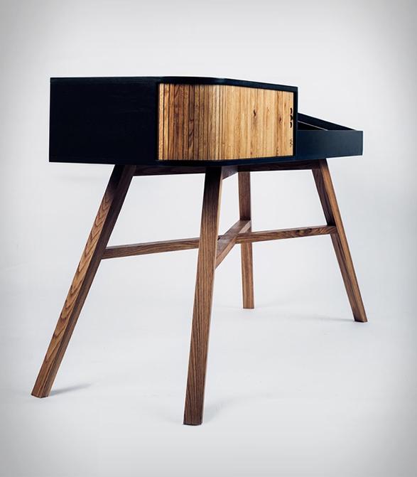hrdl-vinyl-table-3.jpg | Image