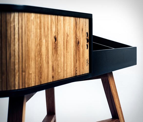 hrdl-vinyl-table-4.jpg | Image