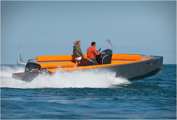 iguana-29-ground-boat-2.jpg | Image