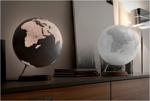 img_atmosphere_newworld_globes_2.jpg | Image