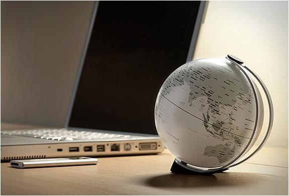 img_atmosphere_newworld_globes_4.jpg | Image
