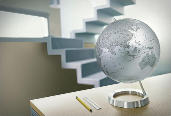 img_atmosphere_newworld_globes_5.jpg | Image