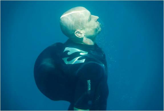 img_billabong_v1_wetsuit_2.jpg | Image