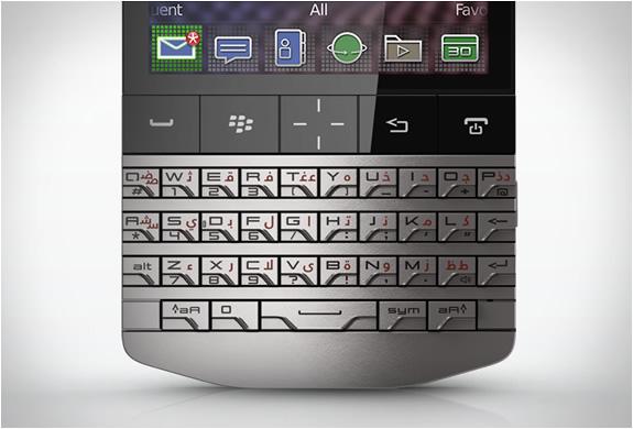img_blackberry_p9981_porsche_design_3.jpg | Image