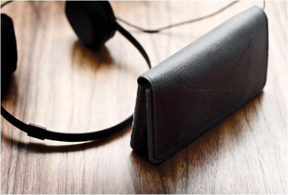 img_iphone_fold_wallet_hard_graft_2.jpg | Image
