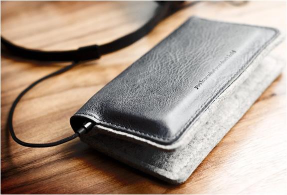 img_iphone_fold_wallet_hard_graft_3.jpg | Image