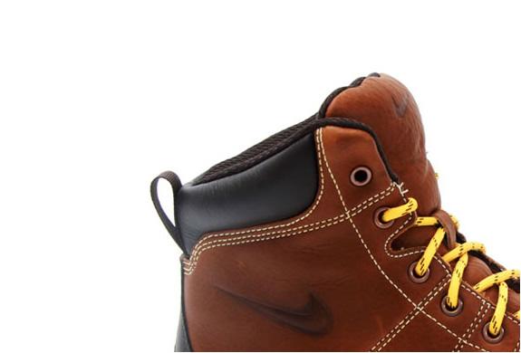 img_nike_woodside_hiking_boots_3.jpg | Image