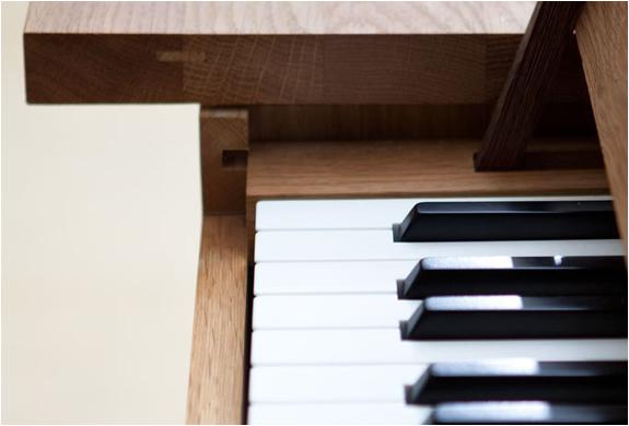 img_pianotable_3.jpg | Image