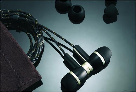 img_zune_premium_headphones_3.jpg | Image