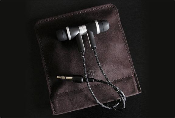 img_zune_premium_headphones_4.jpg | Image