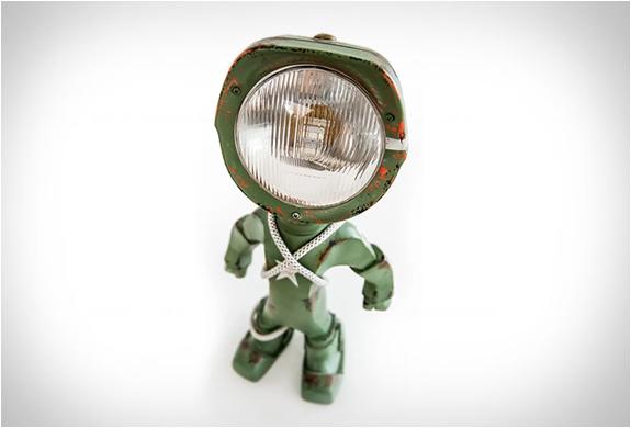 lampster-robo-lamp-10.jpg
