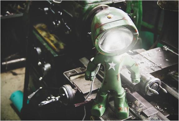 lampster-robo-lamp-6.jpg