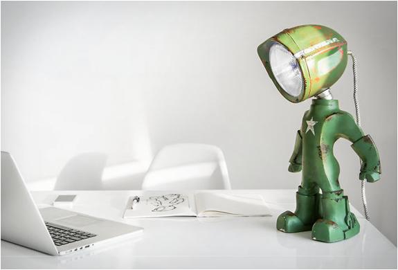 LAMPSTER ROBOT LAMP | Image