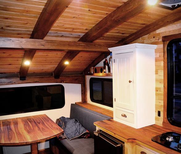 le-koroc-tiny-house-boat-3.jpg | Image