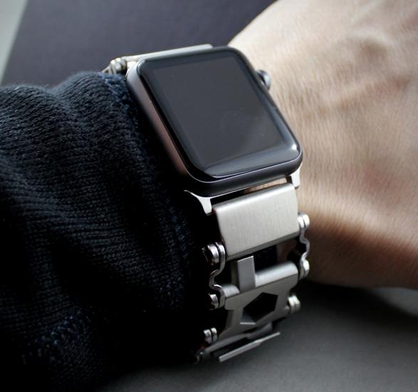 leatherman-tread-apple-watch-adapter-3.jpg | Image