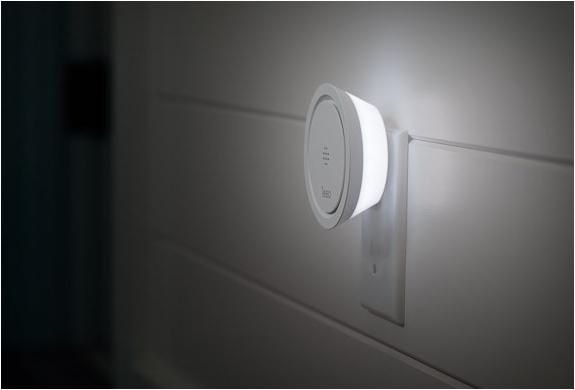 leeo_-smart-alert-nightlight-5.jpg   Image